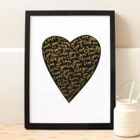 OLD ENGLISH CO. | LOVE HEART PRINT (BLACK AND GOLD/WHITE BACKGROUND) | A4 アートプリント/ポスター