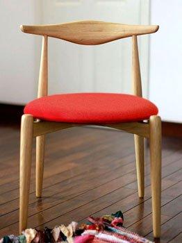 db6d097d7a2c06 背もたれのデザインがかわいい北欧風食卓イス ファブリックの座面カラーは、5色から選べます♪ ナラ材 ホワイトオークダイニングチェアー 激安  アウトレット AMOCC ...