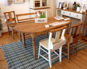 今なら送料無料!パイン材のオイル仕上げの150cm幅楕円形カントリーダイニングテーブル オーバル食卓テー…