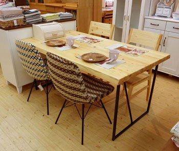 今なら送料無料!檜(ヒノキ)無垢材とアイアン脚がオシャレなダイニングテーブル!