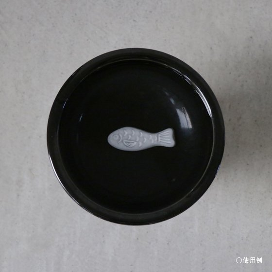 <img class='new_mark_img1' src='https://img.shop-pro.jp/img/new/icons57.gif' style='border:none;display:inline;margin:0px;padding:0px;width:auto;' />necoto THz ceramic plate【fish / GRY】