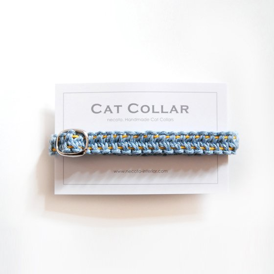 猫の首輪/ヘンプ編み【藍淡×きいろステッチ】