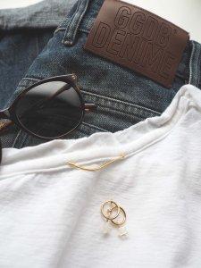Star Hoop Earrings/white