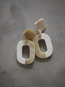 Buffalo Horn×Lacquer/white Earrings