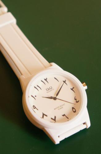 アラビア語の腕時計 シチズンQ&Q 中東限定モデル
