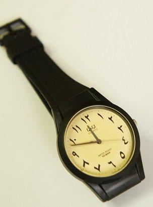 アラビア語の腕時計 シチズンQ&Q 中東限定生産