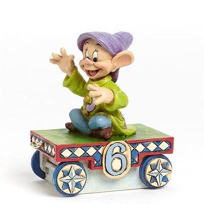 ディズニートラディション Jim Shore ジムショア 白雪姫 ドーピー バースデートレインカー【Lucky Age 6 Train Figurin…
