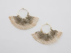 <img class='new_mark_img1' src='https://img.shop-pro.jp/img/new/icons14.gif' style='border:none;display:inline;margin:0px;padding:0px;width:auto;' />TAN / SENSU MOTIF KNITTED EARRING