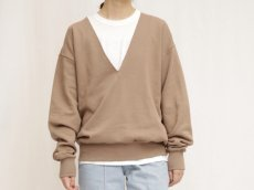 <img class='new_mark_img1' src='https://img.shop-pro.jp/img/new/icons14.gif' style='border:none;display:inline;margin:0px;padding:0px;width:auto;' />MY___ / V NECK SWEAT