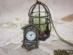 アンティーク風 鳩時計型ペンダントウォッチ