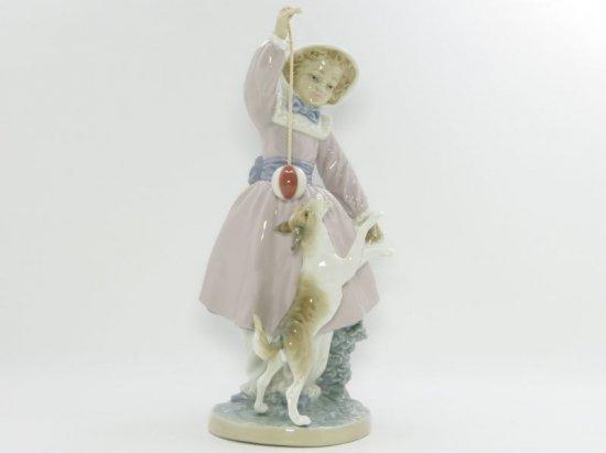 リヤドロ 置物 ■ 少女と犬とボール フィギュリン 5078 女性 陶器人形 dog インテリア オブジェ 艶あり Lladro