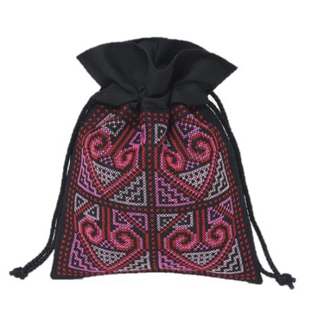 ラオス伝統柄刺繍の巾着袋(パープルブラックM)