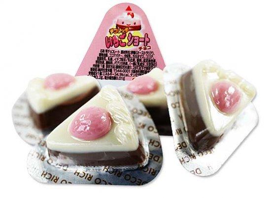 駄菓子のまとめ買い・チョコ系の駄菓子  丹生堂 いちごショートチョコ 連続当たり付 (110+9個当付)