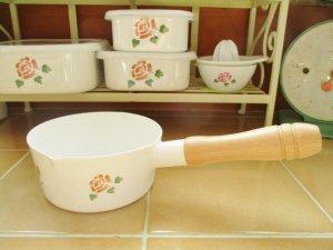 マニーローズ ホーロー ミルクパン(持ち手木製)