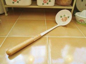 マニーローズ ホーロー レードル(持ち手木製)