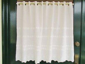 綿ボイル カフェカーテン(両面スカラップ)ローズ刺繡70�