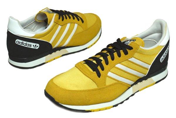 adidas スニーカー 黄色
