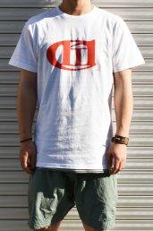 'Conti(コンマコンティ)Logo T-SHIRT / ホワイト×レッド