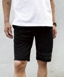 qwerty - クワーティ Hide BlackCamo Short Pants<img class='new_mark_img2' src='https://img.shop-pro.jp/img/new/icons15.gif' style='border:none;display:inline;margin:0px;padding:0px;width:auto;' />