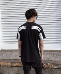 qwerty - クワーティ Back Hide BlackCamo T-shirt / BLACK<img class='new_mark_img2' src='https://img.shop-pro.jp/img/new/icons15.gif' style='border:none;display:inline;margin:0px;padding:0px;width:auto;' />