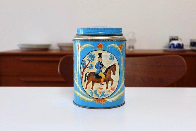 アンティーク缶/古いtin缶/紳士と馬