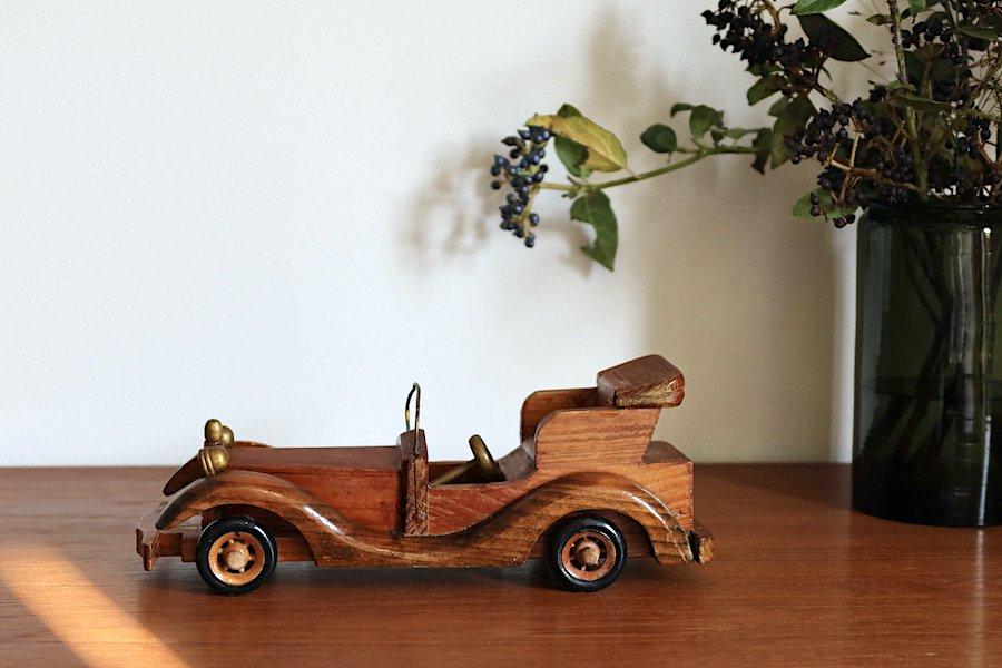 スウェーデンで見つけた木製クラシックカー/ハンドクラフト