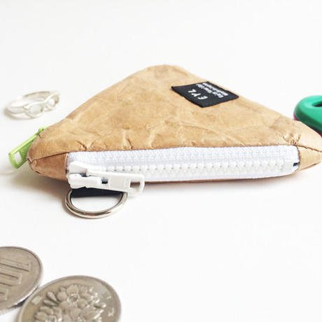 <img class='new_mark_img1' src='https://img.shop-pro.jp/img/new/icons29.gif' style='border:none;display:inline;margin:0px;padding:0px;width:auto;' />EYL triangle coin purse (tyvek)