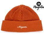<img class='new_mark_img1' src='https://img.shop-pro.jp/img/new/icons15.gif' style='border:none;display:inline;margin:0px;padding:0px;width:auto;' />MAGENTA / CURSIVE LOW BEANIE - ORANGE [マジェンタ] ビーニー ニットキャップ