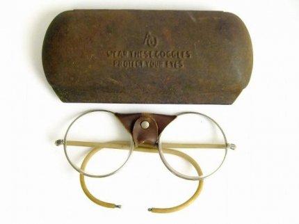 30's当時物ヴィンテージアメリカンオプティカルケース付ラウンド型丸眼鏡AmericanOptical【AO-0882】【送料無料】
