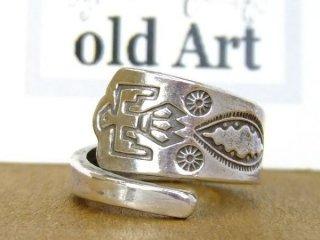 ヴィンテージインディアンサンダーバードアロー繊細彫刻シルバー製スプーンリング指輪16号【M-10647】
