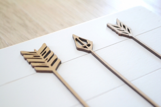 PETAL LANE arrow wood plate