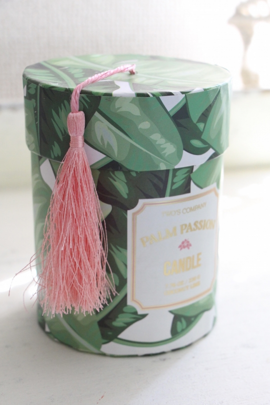 TWO'S leaf design candle