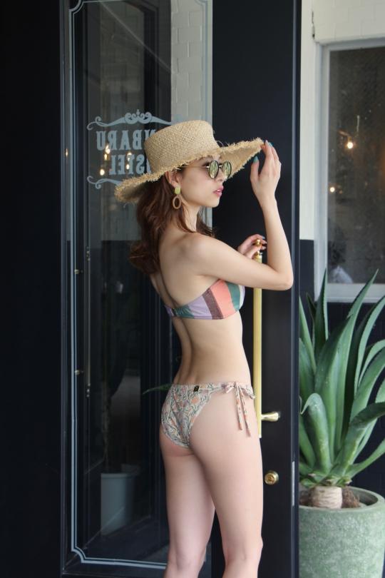 TATIANE DE FREITAS stripe × shell shorts bikini