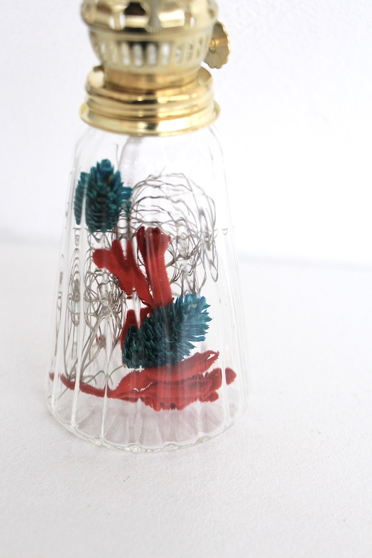 oil lamp =red × blue dry flower=