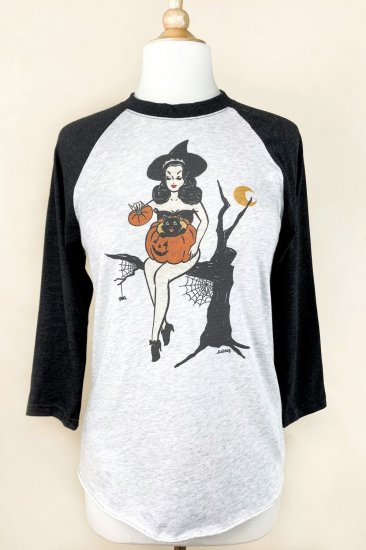 <img class='new_mark_img1' src='https://img.shop-pro.jp/img/new/icons1.gif' style='border:none;display:inline;margin:0px;padding:0px;width:auto;' />Mischief Made BOO Kitty Raglan T-shirts