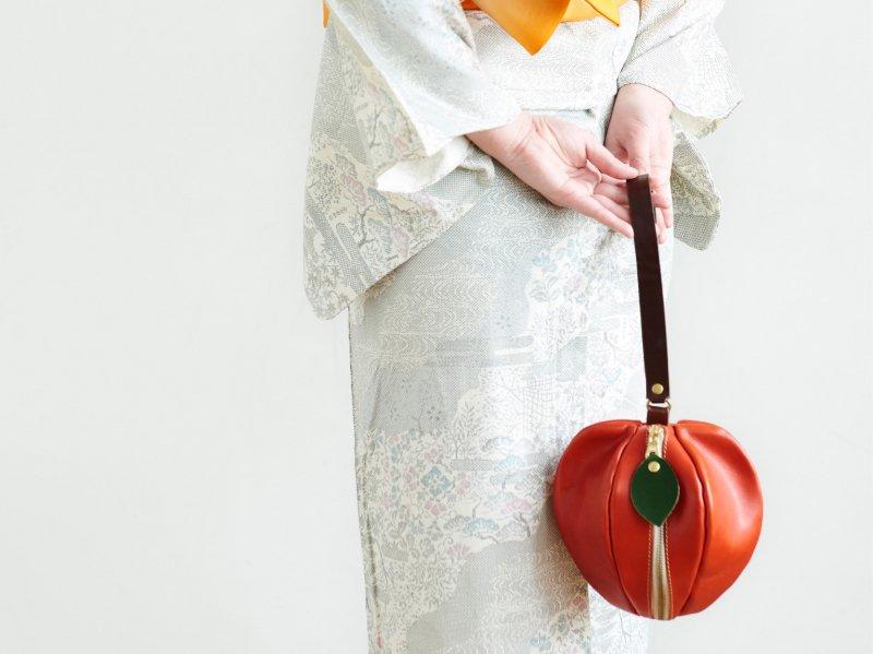 【受注製作(納期約1ヶ月)】栃木レザーのりんご巾着風ミニポーチ 「pomme」(レッド)