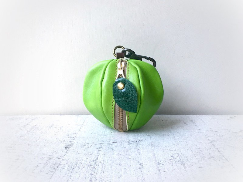 【受注製作(納期約1週間)】ヌメ革ミニポーチ「pomme」 青りんご