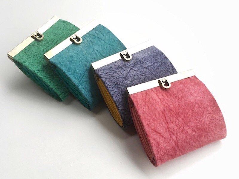 MTさまオーダー*ボトルグリーンの二つ折り財布と、りんごポーチお花付き(大きめバージョン)