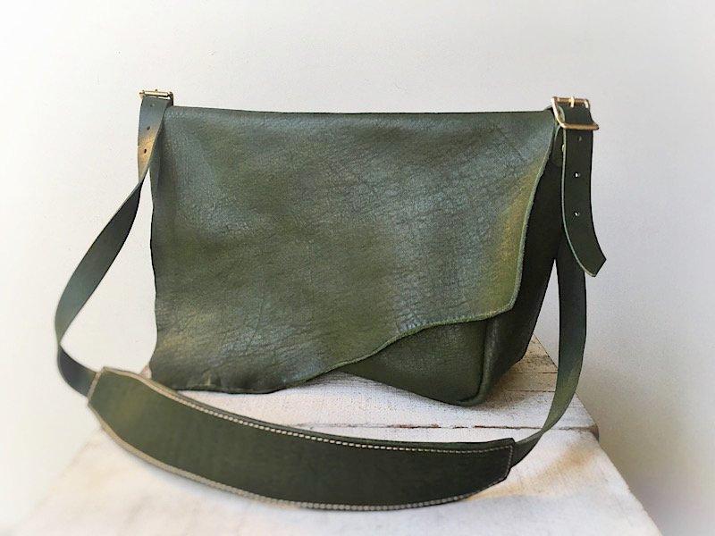 【一点限定】国産ヌメ革のポストマンバッグ 『costa』L(オリーブグリーン)