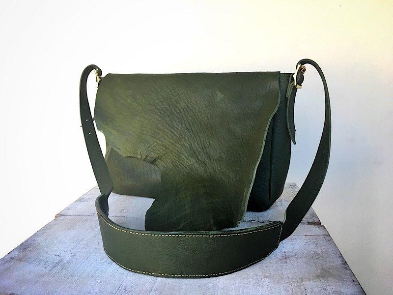 【一点限定】国産ヌメ革のポストマンバッグ 『costa』Mサイズ(オリーブグリーン)