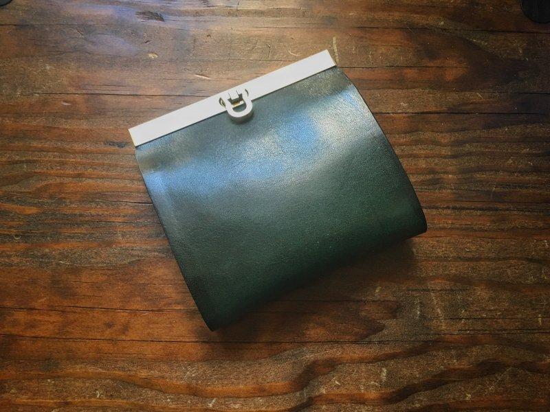 【受注製作(納期約1ヶ月)】純国産ヌメ革『ロロマ』使用◆二つ折り財布『avanico-harf』ボトルグリーン