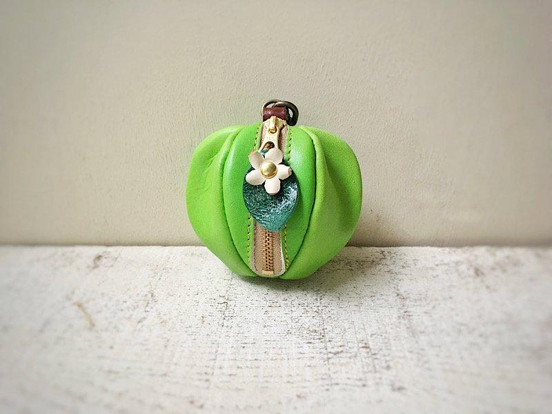 【受注製作(納期約1週間)】ヌメ革ミニポーチ「pomme」 青りんご(お花付き)