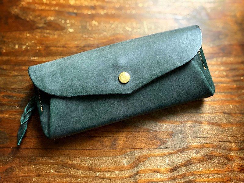 【受注製作(納期約2週間)】革の宝石『ロロマ』使用◆カード8枚長財布 「series-envelope」ボトルグリーン