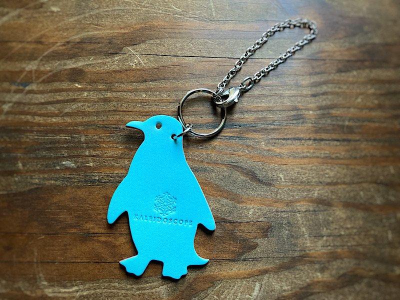 【受注製作(納期約2週間)】ペンギンのバイカラーレザーバッグチャーム(ソーダ×ストロベリー)