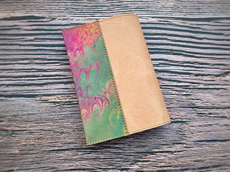 【一点モノ!即発送可能です】エイジングが楽しめる、国産吟スリヌメ革×マーブル染め革のブックカバー(No.44)