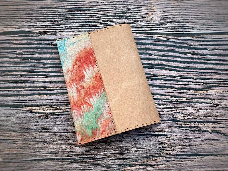 【一点モノ!即発送可能です】エイジングが楽しめる、国産吟スリヌメ革×マーブル染め革のブックカバー(No.45)