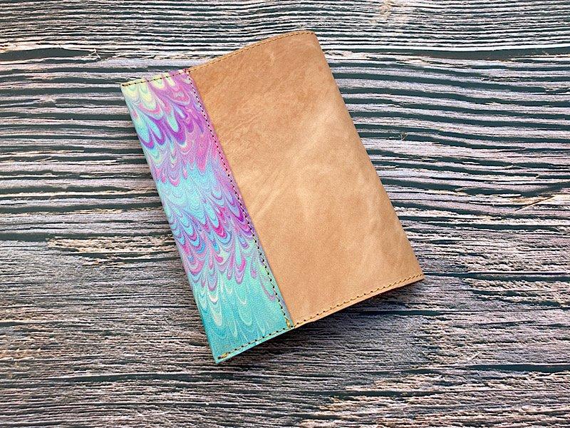 【一点モノ!即発送可能です】エイジングが楽しめる、国産吟スリヌメ革×マーブル染め革のブックカバー(No.46)