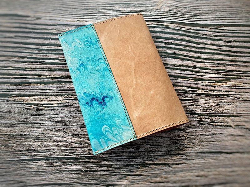 【一点モノ!即発送可能です】エイジングが楽しめる、国産吟スリヌメ革×マーブル染め革のブックカバー(No.51)