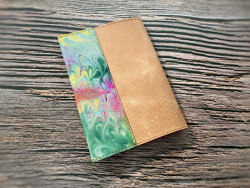 【一点モノ!即発送可能です】エイジングが楽しめる、国産吟スリヌメ革×マーブル染め革のブックカバー(No.63)