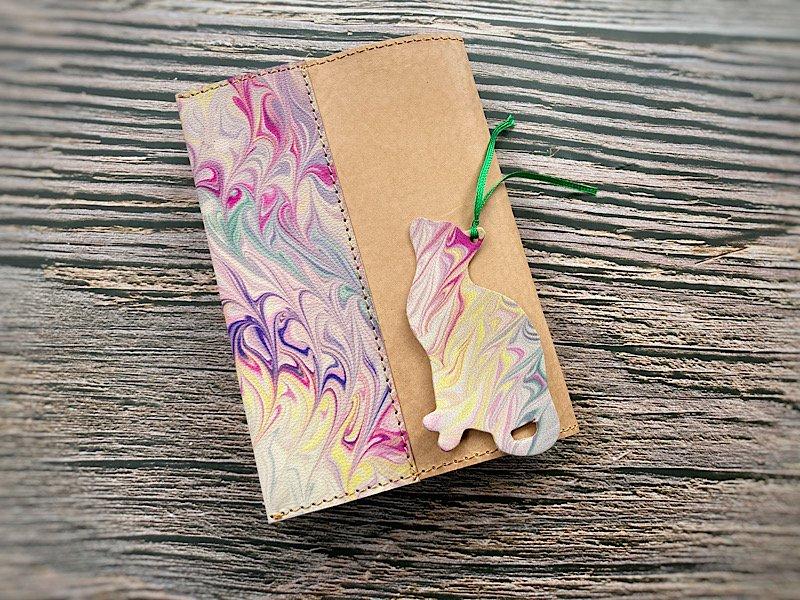 【一点モノ!】エイジングが楽しめる、国産吟スリヌメ革×マーブル染め革のブックカバー◆しおり付き(No.86)